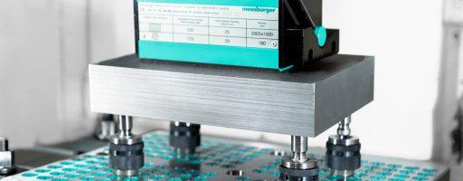 Mit dem Spannkonfigurator können Anwender schnell und einfach Norm- und Sonderplatten aus dem P-Sortiment inklusive individuell zum Spannsystem passenden Bohrbild definieren. - Bild: Meusburger