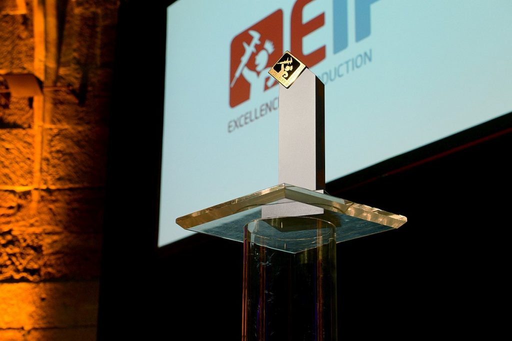 """Der Award """"Werkzeugbau des Jahres"""" kürt den Besten des jährlich ausgetragenen Benchmark-Wettbewerbs """"Excellence in Production"""", der jährlich vom Fraunhofer IPT und dem WZL der RWTH Aachen ausgetragen wird. - Bild: Fraunhofer IPT"""