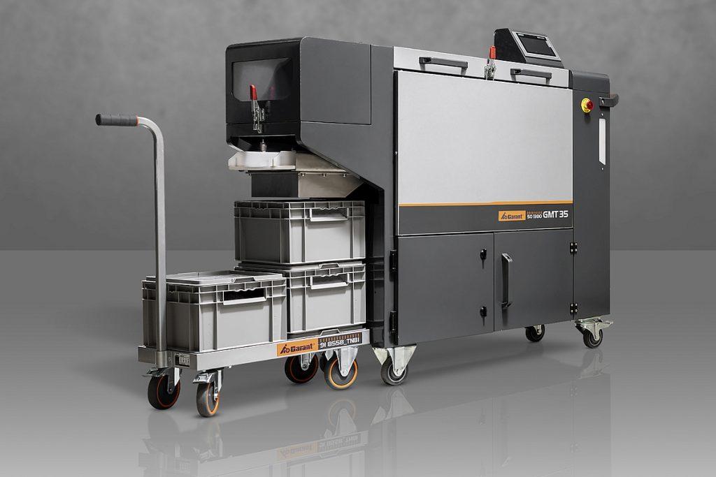 Die neue mobile Gleitschleifmaschine GMT35 der Eigenmarke Garant soll laut Hoffmann Group einen schnellen Einstieg in die automatische Nachbearbeitung ohne hohe Investitionen ermöglichen. - Bild: Hoffmann Group