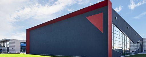 Die neue Halle am Fertigungsstandort San Polo di Piave in Norditalien ist nachhaltig und unter Berücksichtigung der Bedürfnisse von Mitarbeitern, Anwendern und der Umwelt ausgelegt. - Bild: HRSflow