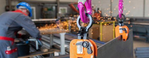Der Aalener Kettenspezialist RUD kümmert sich in Europa ab sofort um den Vertrieb der Hebeklemmen des amerikanischen Hebezeug-Pioniers J. C. Renfroe. Rud vertreibt die Produkte unter dem Label seines neu gegründeten Start-ups HanSol (Handling Solutions). - Bild: RUD Ketten