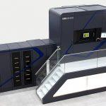 Die neue SLM-Anlage NXG XII 600 verfügt über zwölf Laser mit einer Leistung von jeweils 1 kW. Der quadratische Bauraum misst 600 x 600 x 600 mm. - Bild: SLM Solutions