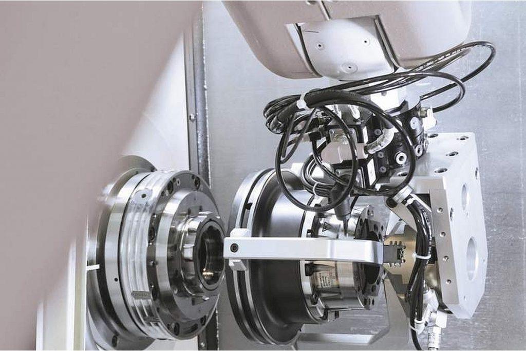 Die AC-Linie (Automatic Change) von Vischer & Bolli Automation für ein automatisiertes Spannen von Werkstücken. - Bild: Hainbuch