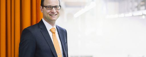 Beim Maschinenbauunternehmen Vollmer in Biberach verantwortet Jürgen Hauger künftig als Geschäftsführer den Vertrieb, das Marketing und außerdem den Bereich Dienstleistungen. - Bild: Vollmer