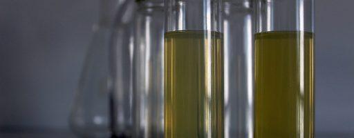Der neue bor- und aminfreie Kühlschmierstoff Zubora 30 FD von Zeller+Gmelin eignet sich vor allem zum Bearbeiten empfindlicher Kupfer- und Aluminiumlegierungen. Dabei ist er sehr hautverträglich, und er hält außerdem die Maschinen sauber. - Bild: Zeller+Gmelin