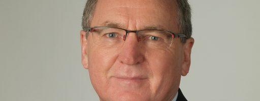 Dieter Wenzlaw, langjähriger Geschäftsführer der Hommel Präzision, verabschiedet sich nach 37 Jahren im Unternehmen in seinen wohl verdienten Ruhestand. - Bild: Hommel
