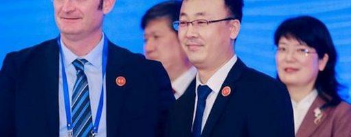 """""""Gegenwärtig liegt unser jährlicher Output von Automatikgetrieben 40 000 Stück"""", erklärt Kou Zhida, stellvertretender Generaldirektor von Shaanxi Fast. """"Mit den neuen Bearbeitungszentren von Grob wird unsere jährliche Produktionskapazität auf 200 000 Einheiten erhöht. - Bild: Grob"""