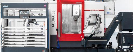 Die Roboterzelle BMO Platinum, hier an einer Acura 65, ist ebenfalls im Vorführzentrum live in Aktion zu erleben. Hier können bis zu zwei CNC-Maschinen angebunden und mit Werkstücken versorgt werden. - Bild: Hedelius