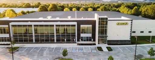 Das neue Gebäude bietet nach dem Umbau jetzt eine Gesamtfläche von 11 000 m2. Es bietet Platz für rund 300 Personen. - Bild: Horn USA