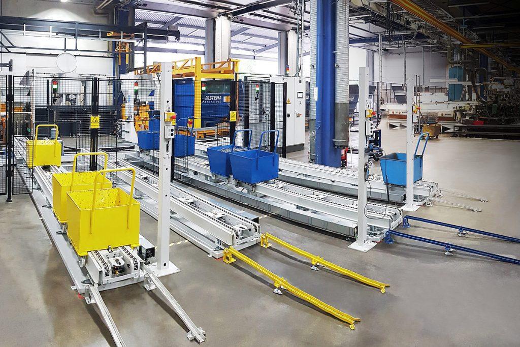 Das Knoll-Transportsystem TS-S (im Vordergrund) übernimmt in der Anlage bei Bufab für die Spänewagen sowohl in der Aufgabespur als auch beim Abnahmeförderer eine Pufferfunktion. - Bild: Mercatus