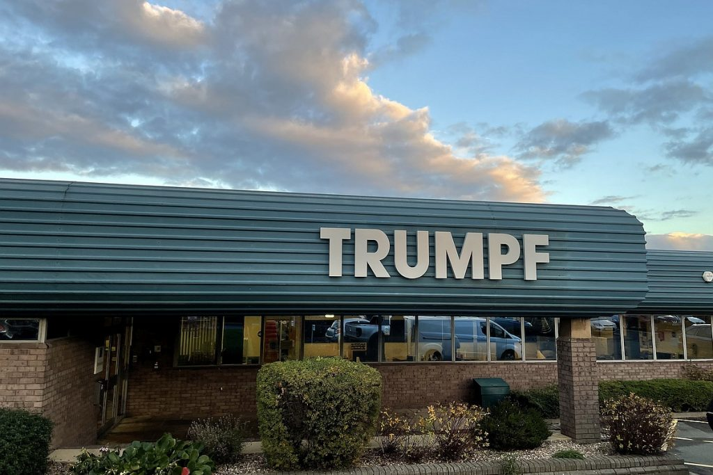 Trumpf schließt die Umfirmierung und Eingliederung seiner hundertprozentigen Tochtergesellschaft SPI Lasers in die Trumpf-Gruppe und unter die Trumpf-Marke ab: SPI Lasers UK Ltd. mit Sitz in Southampton (UK) firmiert künftig unter dem Namen Trumpf Laser UK Ltd. - Bild: Trumpf
