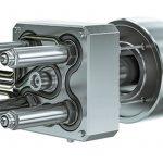 Das Hochleistungsheißkanalsystem L2X Mikro von Ewikon für den Einsatz auf Kleinspritzgießmaschinen hier als kompakte 4-fach-Variante inklusive Nadelverschlusstechnik. Es ist für den Mikrospritzguss mit Schussgewichten um 0,01 g pro Düse ausgelegt. - Bild: Ewikon