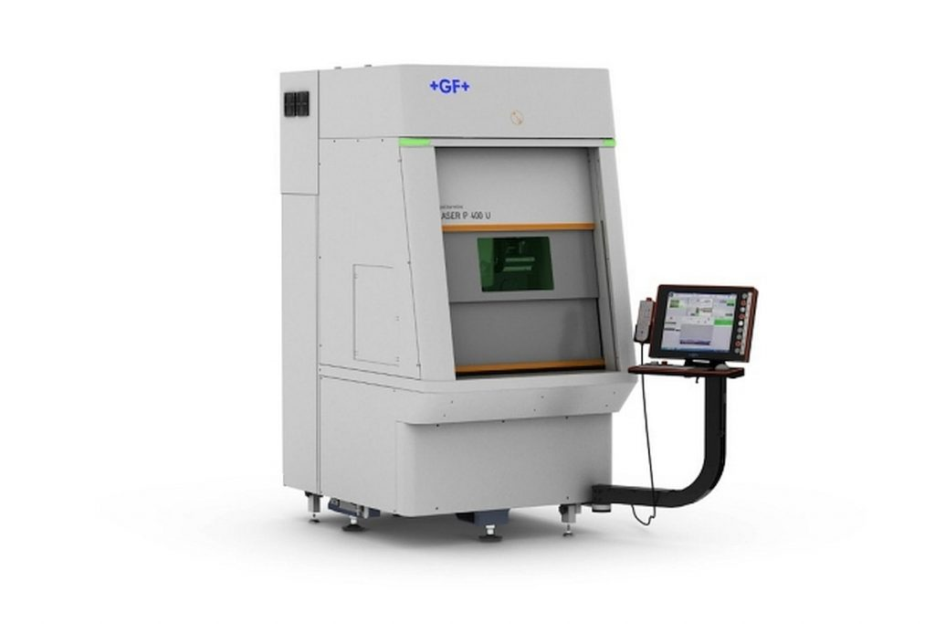 Die Texturierungsanlage Laser P 400 U von GF Machining Solutions will bei der Bearbeitung kleiner Werkstücke als eine der branchenweit kompaktesten Maschinen überzeugen. Sie verfügt über einen Laserkopf, der Laserlicht in zwei verschiedenen Wellen emittieren kann. - Bild: GF Machining Solutions