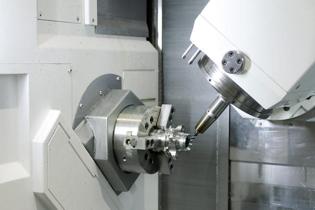 Nach erfolgreich bestandener Simulation überträgt der Anwender die Daten auf die Werkzeugmaschine. Die Bearbeitung kann unmittelbar beginnen. - Bild. Oltrogge