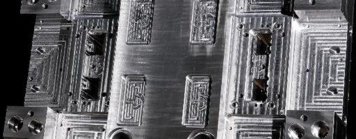 Wer seine Formplatten bereits vom Normalienspezialisten Nonnenmann bearbeiten lässt und dessen Maschinenpark als verlängerte Werkbank nutzt, kann sich im eigenen Betrieb auf seie Kernkompetenz konzentrieren - auf die formgebenden Teile. Das ist rationell, schließlich wird dort das Geld verdient. - Bild: Nonnenmann