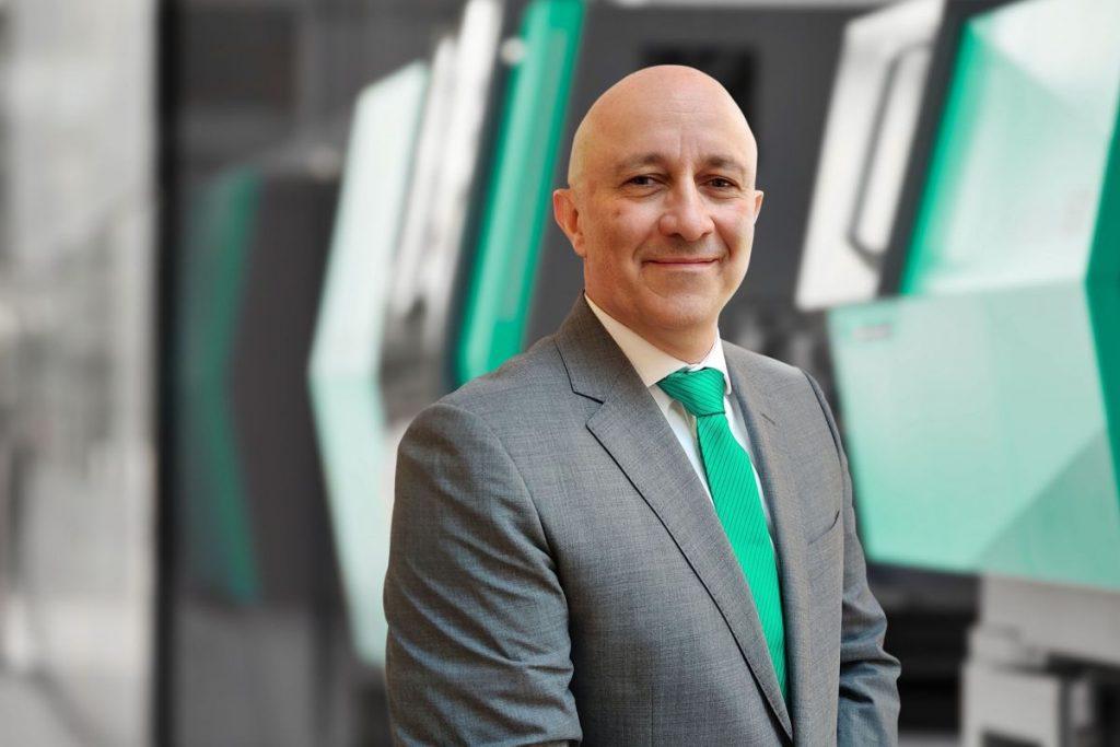 Pascal Laborde leitet jetzt die französische Arburg-Tochtergesellschaft mit ihrer Hauptniederlassung in Aulnay-sous-Bois. Seine Hauptaufgabe besteht unter anderem darin, das erfolgreiche Geschäft des Spritzgießmaschinenherstellers in Frankreich weiterzuentwickeln. - Bild: Arburg