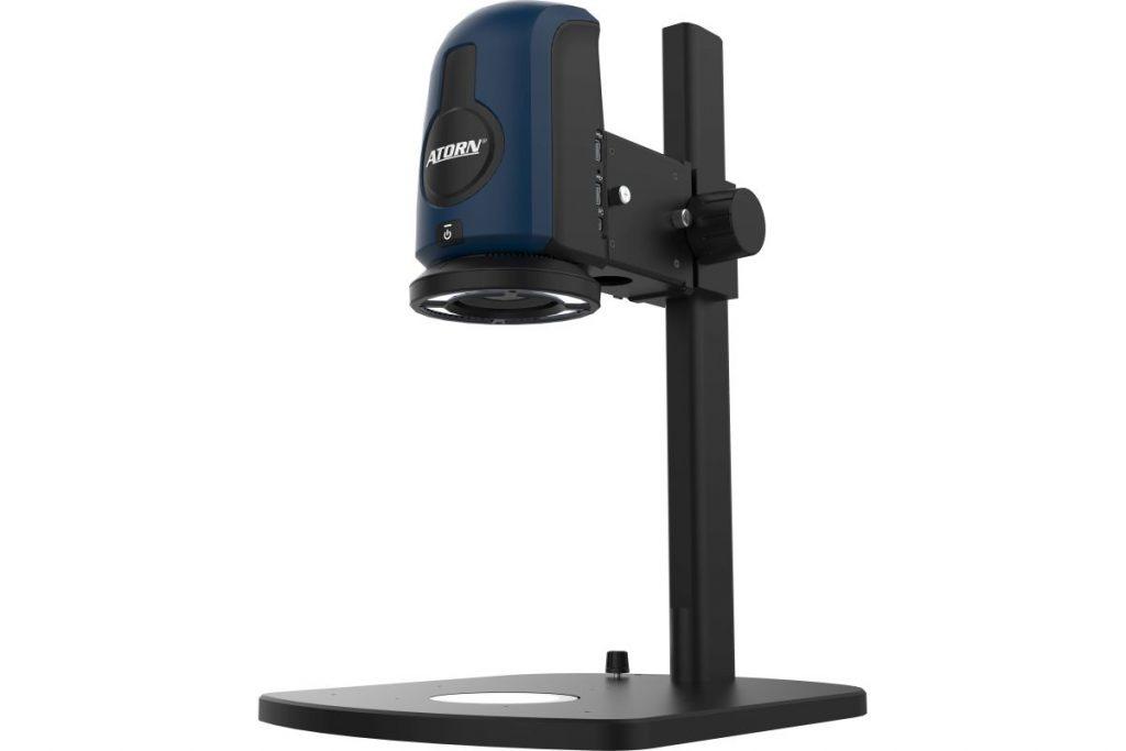 Das Atorn-Digitalmikroskop verfügt über umfangreiche Kamerafunktionen So hat das System sowohl einen automatischen als auch einen manuellen Fokus. Außerdem sind Belichtungseinstellungen und Autokalibrierung des Objektivs für alle Zoomstufen integriert. - Bild: Hahn+Kolb