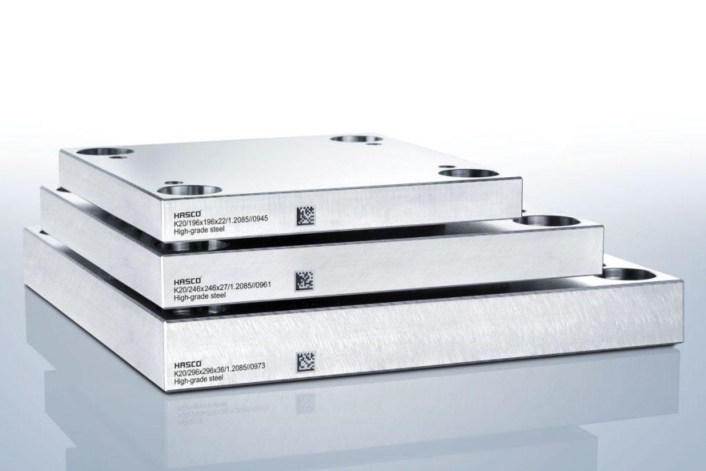 Standardisierte Normalien wie diese K-Platten von Hasco helfen dabei, Werkzeuge und Formen schneller, einfacher und effizienter zu fertigen. Zudem können im Fall eines Defekts Ersatzteile deutlich schneller bereitgestellt werden, weinnsie bereits als Normteil ab Lager lieferbar sind oder zumindest auf einem Normteil basieren. - Bild: Hasco