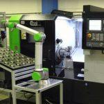 Hommel Maschinentechnik bietet mit dem 6-Achs-Cobot UR10e CB5 von Universal Robots eine Automationslösung an, die auch ungeschulte Anwender schnell und reibungslos einrichten können. - Bild: Hommel Maschinentechnik