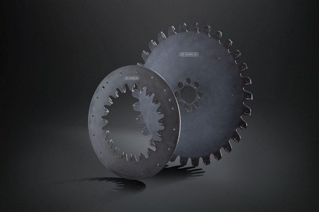 Mit dem Trennfrässystem M101 bietet Horn ein speziell entwickeltes Werkzeug an. Es kommt in der Rohrendenbearbeitung nach dem Walzen, zum Abtrennen von Analyseabschnitten sowie beim Konfektionieren in der Rohr- und Muffenbearbeitung zum Einsatz. - Bild: Horn/Sauermann