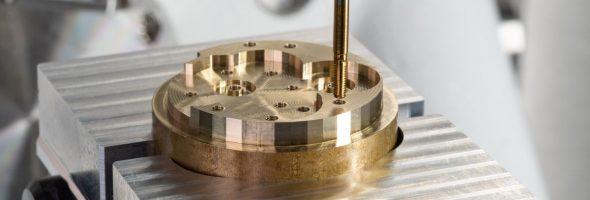 Kern Microtechnik: Kleine Innengewinde mit Emuge Punch Tap hochproduktiv und in Rekordzeit erstellen