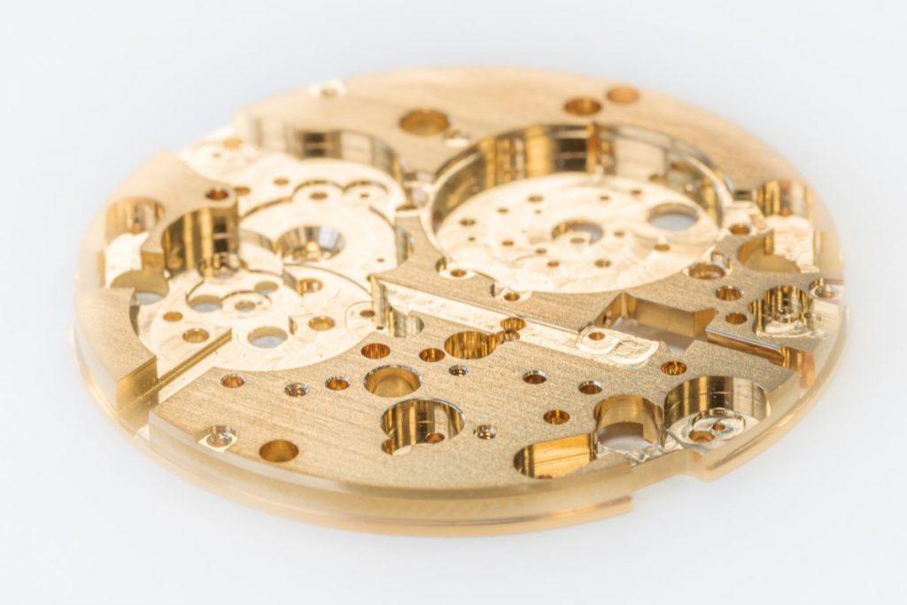 Die schnellen Punch-Gewinde versprechen für viele Anwendungen Produktivitätsvorteile bringen. So werden sie etwa in der Uhren- und Schmuckindustrie eingesetzt - etwa für Uhrenplatinen. -  Bild: Kern Microtechnik