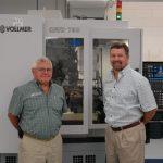 Gründer und Eigentümer Russ Martin (links) leitet mit seinem Sohn Ray Martin (rechts) die Geschicke von GLCT. Im Unternehmen gibt es inzwischen insgesamt 19 Vollmer-Schärfmaschinen. - Bild: Vollmer