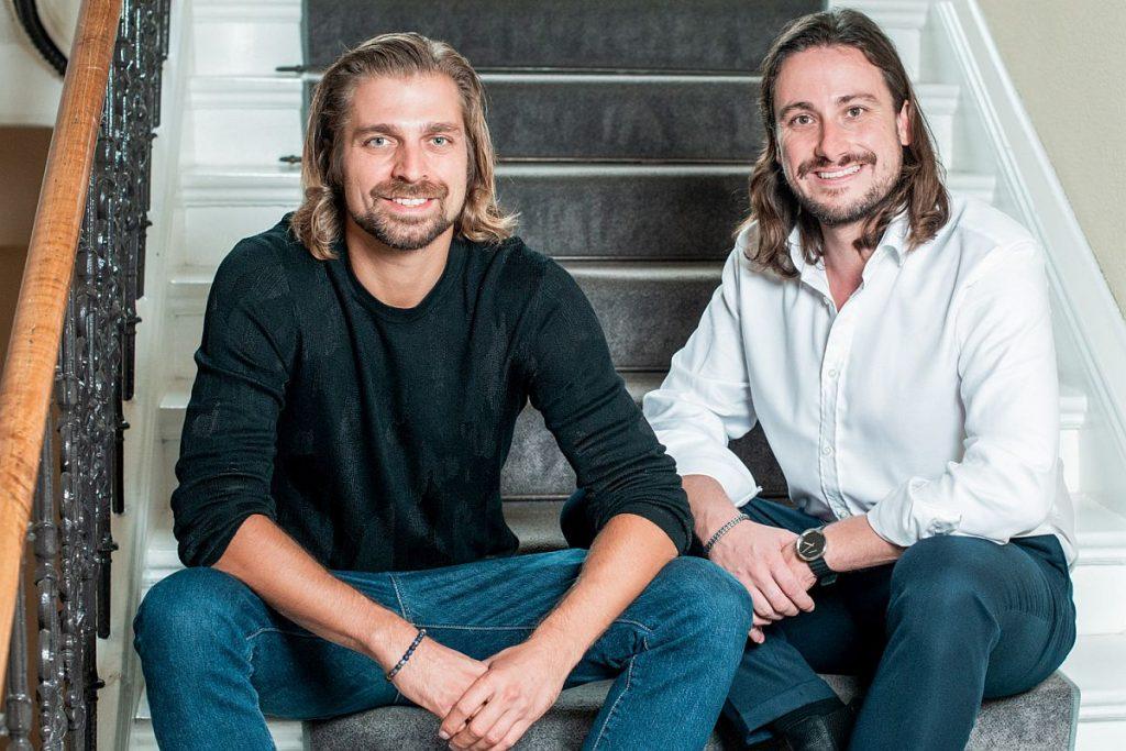 Die beiden Verantwprtlichen (von links) Janek Andre und Benedikt Ruf, Gründer und Geschäftsführer der Gindumac-Gruppe, sehen den digitalen Gebrauchtmaschinenhandel global weiter auf Wachstumskurs. - Bild: Gindumac