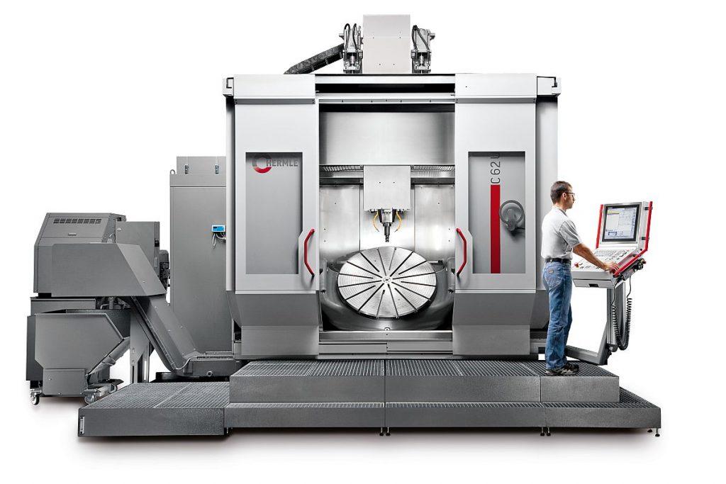 Die C 62 U MT dynamic ist das Topmodell unter den Fräs-Drehzentren der Hermle High-Performance-Line. Hier kann der Anwender bis zu 2500 kg schwere Triebwerkskomponenten effizient und hochdynamisch zerspanen. - Bild: Hermle