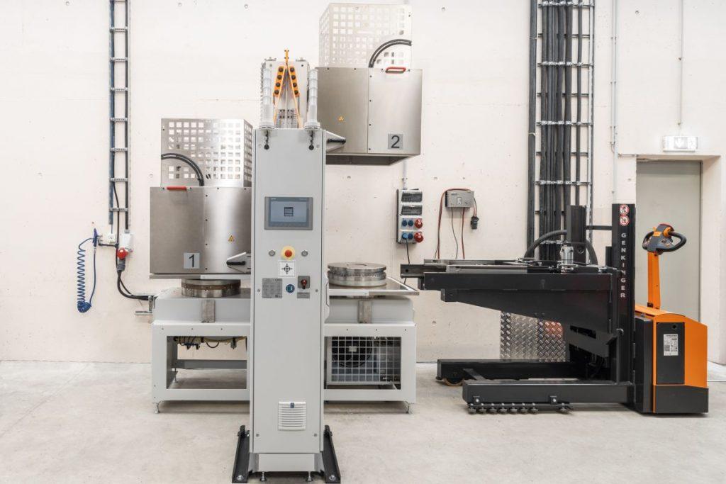 Damit die Hermle-Experten die Kapazitäten der MPA 42 optimal nutzen können, erwärmen sie die Halbzeuge vor Fertigungsbeginn in einer Heizstation auf Prozesstemperatur. Das sind rund 300 °C. - Bild: Hermle