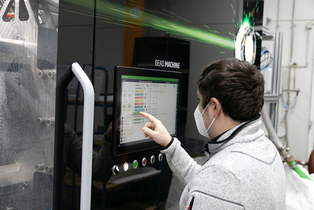 Die Bead.Machine soll mit ihrem durchdachten Konzept und der einfachen Bedienbarkeit auch Einsteiger in das Gebiet des Partikelschäumens überzeugen. - Bild: Hofmann Werkzeugbau