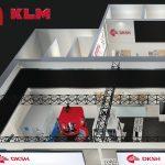 Die beiden Hochpräzisionsmaschinenhersteller Kern Microtechnik und KLM Microlaser präsentieren ihre Bearbeitungszentren auf der größten chinesischen Fachmesse für Werkzeugmaschinen, auf der CIMT 2021 in Peking. - Bild: Kern/KLM/k+k-PR
