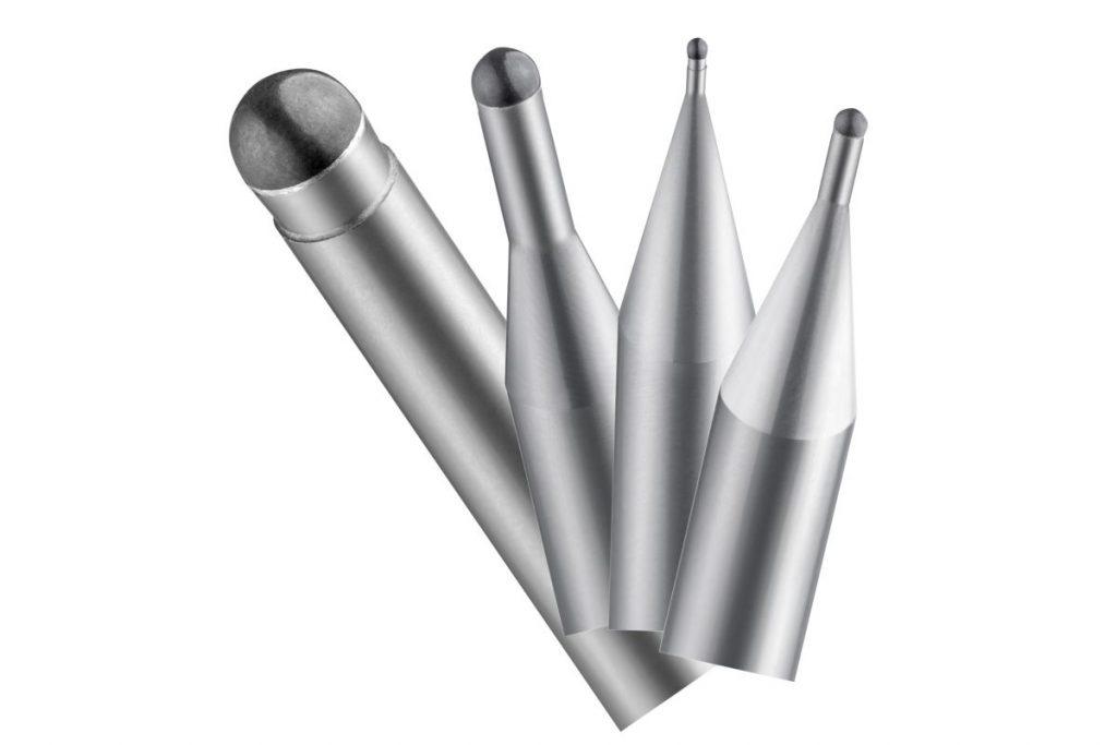 Um optische Flächen oder Ganzoberflächen direkt in Stahl zu erzeugen, hat Röders eigene Werkzeuge (RFT-Werkzeuge) entwickelt. Sie ermöglichen es, die Bearbeitungszeiten deutlich zu verkürzen. - Bild: Röders