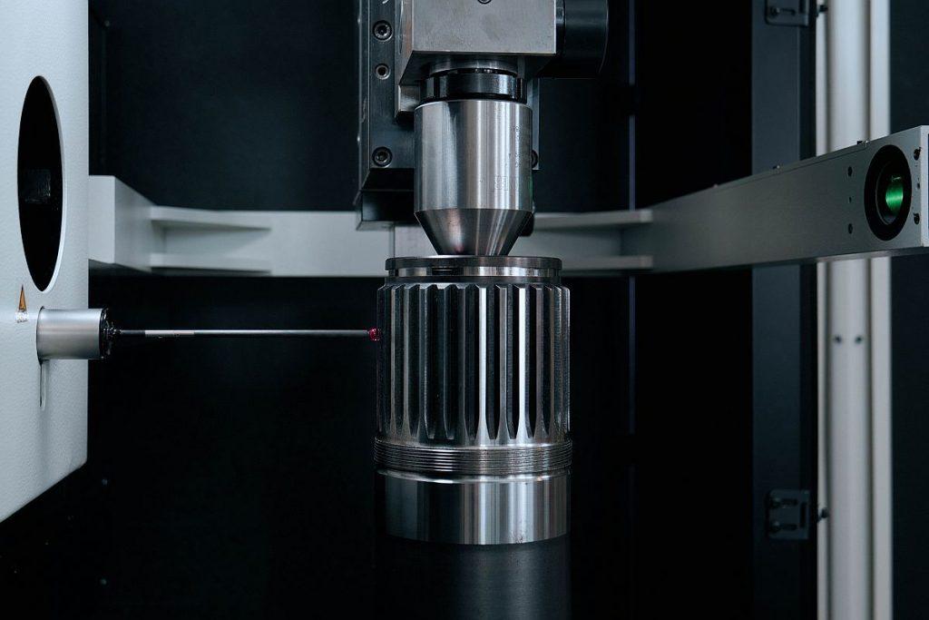 Mit dem selbstzentrierenden Antasten ermöglicht Schneider Messtechnik dem Anwender das schnelle und präzise Messen von Splines und Steckverzahnungen. - Bild: Schneider Messtechnik