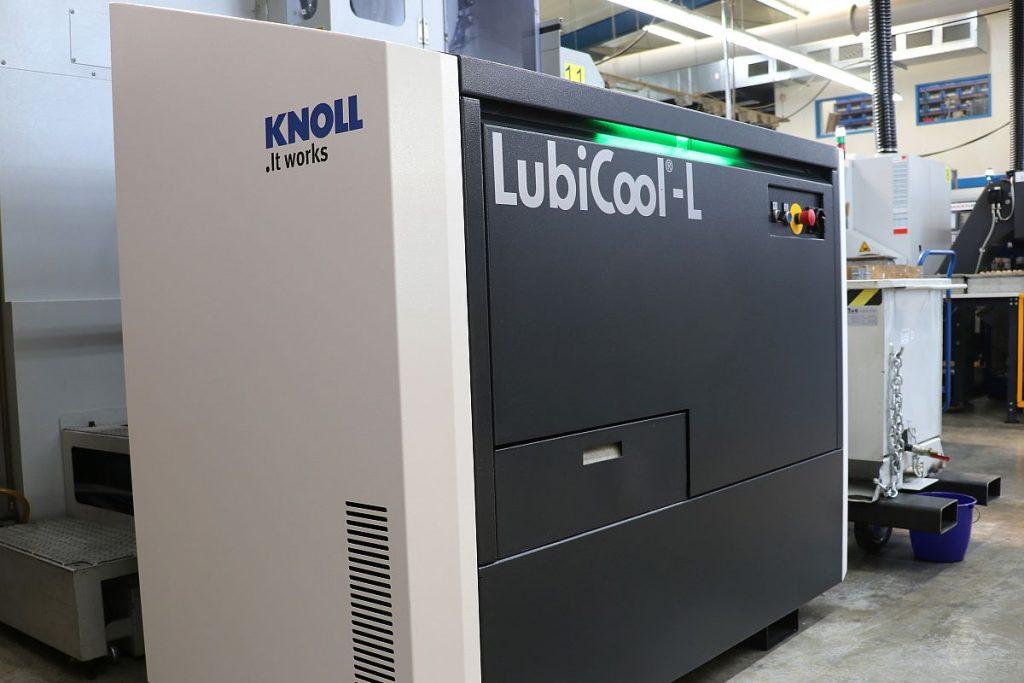 Knoll, Spezialist für Förder- und Filteranlagen aus Bad Saulgau, hat die kompakte Hochdruckanlage LubiCool-L in erster Linie für Drehmaschinen und für kleine und mittlere Bearbeitungszentren konzipiert. - Bild: Knoll