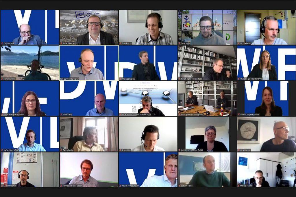 """Mehr als 60 Teilnehmer folgen den Impulsen, die die Referenten auf der Veranstaltung """"VDWF informiert"""" setzen. Die Bandbreite reicht von den Online-Formaten """"Spätschicht"""" und """"VDEF-Thementage"""" bis hin zu den einzelnen Arbeitskreisen im Verband. - Bild: Pergler Media"""