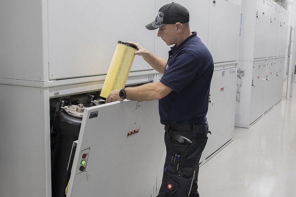 In der ersten Ausbaustufe hat Knoll 15 Module des Standardfilters MicroPur 480 M installiert. Jedes Modul enthält vier Gehäuse, die mit je zwei Patronen bestückt sind. Die Patronen sich in nur ein bis zwei Minuten wechseln – einfach und tropffrei, während des laufenden Betriebs der Anlage. - Bild: Mapal.
