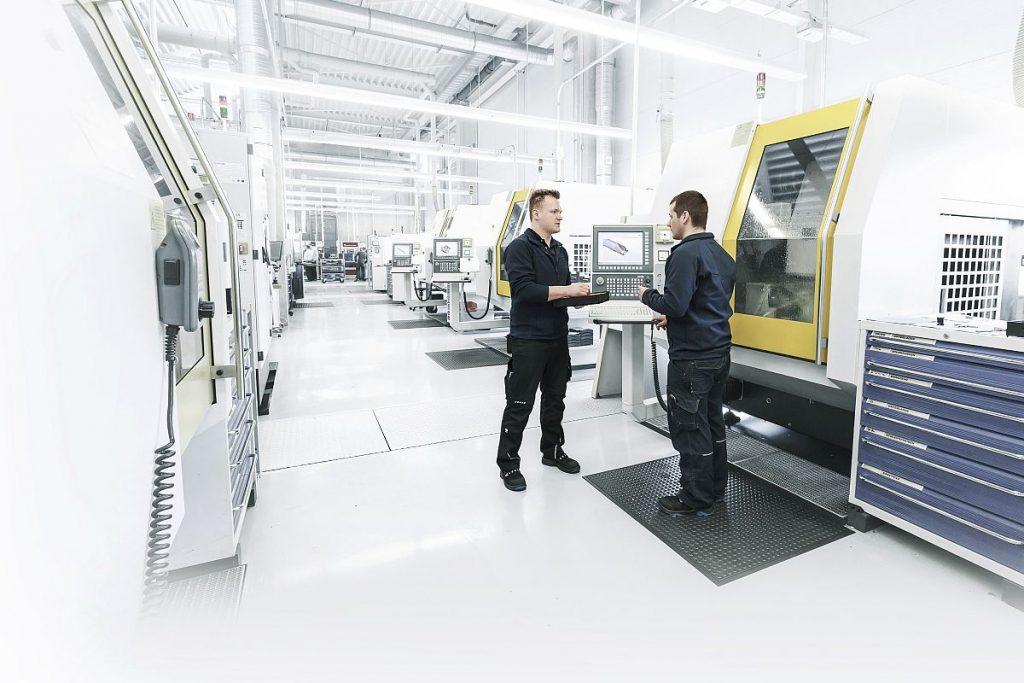 In der neuen Halle in Altenstadt produziert Mapal anwenderspezifische Sonderwerkzeuge und betreibt zudem einen Nachschleifservice. In der Endausbaustufe sollen dort mehr als 100 Schleifmaschinen installiert sein. - Bild: Mapal