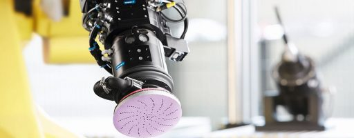 Der Exzenterschleifer AOV ist zum Schleifen und Polieren von Werkstückoberflächen ausgelegt. Diese pneumatische Einheit zur automatisierten Oberflächenbearbeitung treibt ein Lamellenmotor mit einer maximalen Drehzahl von 10 000 min-1 an. - Bild: Schunk