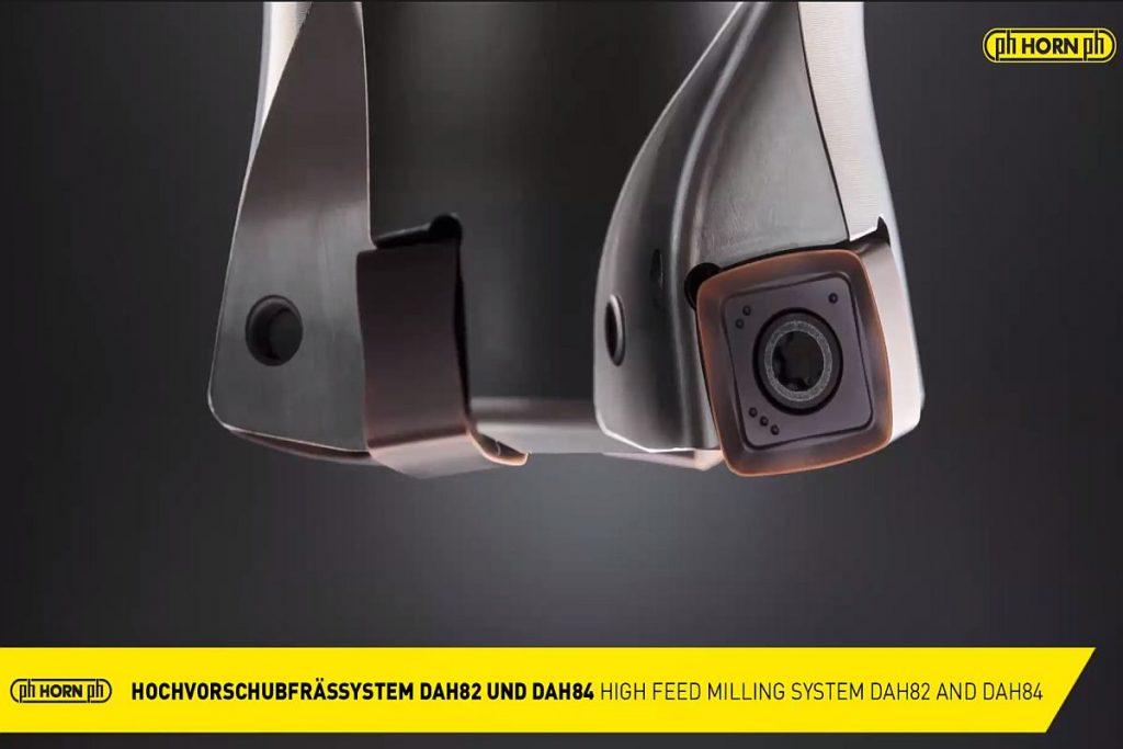 Die HFC-Frässysteme DAH82 und DAH84 verfügen über präzisionsgesinterte Wendeschneidplatten mit acht nutzbaren Schneidkanten . Sie garantieren einen weichen Schnitt aufgrund ihrer positiven Geometrie und ein hohes Zeitspanvolumen dank progressiver Schnittwerte. Bild: Pergler Media
