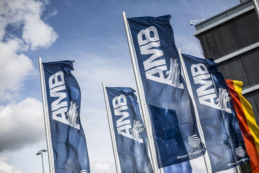 Schon bereit für die AMB 2022? Die Internationale Ausstellung für Metallbearbeitung findet vom 13. bis 17. September 2022 wieder turnusgemäß auf dem Stuttgarter Messegelände statt. Treffen wir uns dort? - Bild: Messe Stuttgart