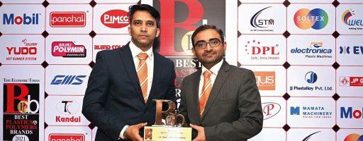 Den Preis konnten Jineesh Nair, Technical Sales Engineer, und Rajnikant Patel, Business Development Manager bei Hasco India, entgegennehmen. - Bild: Hasco