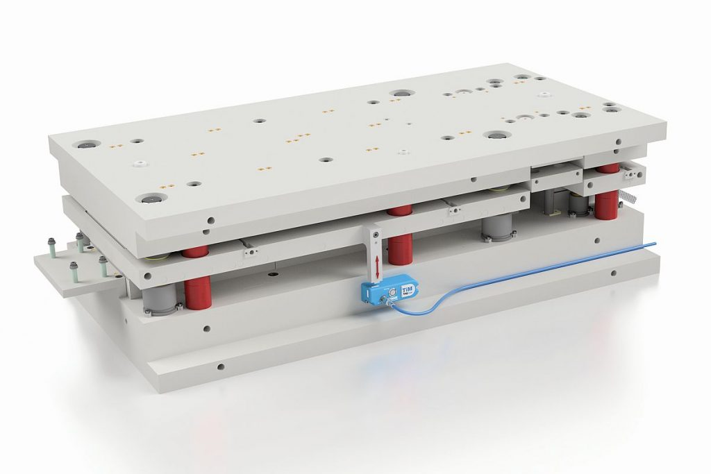 """Eine an der Form oder am Stanzwerkzeug montierte sogenannte TiM-Box ermittelt beispielsweise Kenngrößen wie Druck, Temperatur, Hübe und Zyklen und dokumentiert sie in einer """"Lebenslaufakte"""" des Werkzeugs. - Bild Strack Norma"""