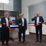 Endlich ist's so weit: Das neue Medical Solutions Center bei GF Machining Solutions in Schorndorf ist mit dem symbolischen Schnitt eröffnet. - Bild: Pergler Media