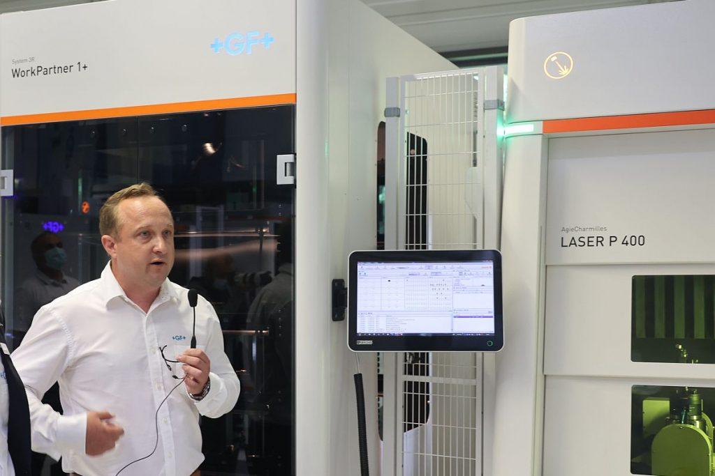 Wenn es um die Bearbeitung mit dem Laser geht, ist Bernd Martiné der Experte bei GF Machining Solutions. Er und seine Mitstreiter unterstützen die Anwender im neuen Medical Solutions Center, für ihre Fertigungsaufgabe die optimale Lösung zu finden. - Bild: Pergler Media