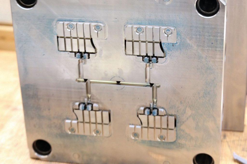 Auch Einsätze werden beim FU-KS Formenbau inzwischen in Toolox 44 gefräst. Das vorvergütete Material bringt große Zeitvorteile und wird deshalb gern verwendet, wenn die Terminschiene kritisch ist. - Bild: Pergler Media
