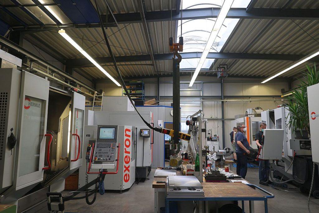 Ein leistungsfähiger Maschinenpark ermöglicht den Machern beim FU-KS Formenbau, schnell auf die Wünsche ihrer Kunden zu reagieren. Auch ungewöhnliche Projekte können so schnell und unkompliziert realisiert werden. - Pergler Media