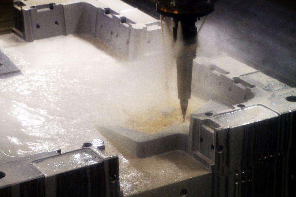 Das Spezialgebiet der Formenbauer bei Koller sind große Werkzeuge für die namhaften Automobilhersteller in aller Welt – das Unternehmen ist Spezialist für Spritzgießwerkzeuge auch in Mehrkomponententechnik und RTM-Werkzeuge in XXL. - Bild: Pergler Media