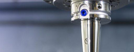 Das Hydrodehnspannfutter Uniq DReaM Chuck 4,5° liefert als prozessstabile Werkzeugaufnahme beispielsweise in Kombination mit der dreischneidigen Bohrreibahle Tritan-Drill-Reamer hervorragende Ergebnisse. - Bild: Mapal