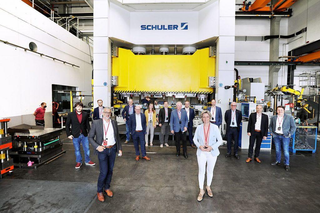 Damit der Werkzeug- und Formenbau in Deutschland seine technologische Vorreiterrolle behält und auch im internationalen Wettbewerb konkurrenzfähig bleibt, sollen solche Runden mit der Politik wie hier beim Gebhardt Werkzeug- und Maschinenbau in Zukunft öfter stattfinden. - Bild: VDWF/wortundform